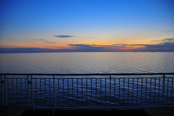 Sonnenuntergang am Baltischen Meer vom Schiff aus