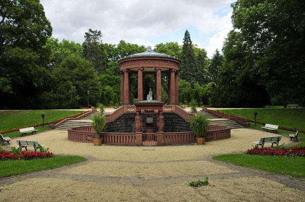 Elisabethenbrunnen im Park von Bad Homburg
