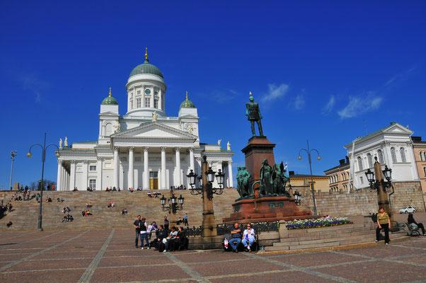 Sehenswürdigkeit von Helsinki - Denkmal an den russischen Imperator Alexander und die Lutherische Kathedrale
