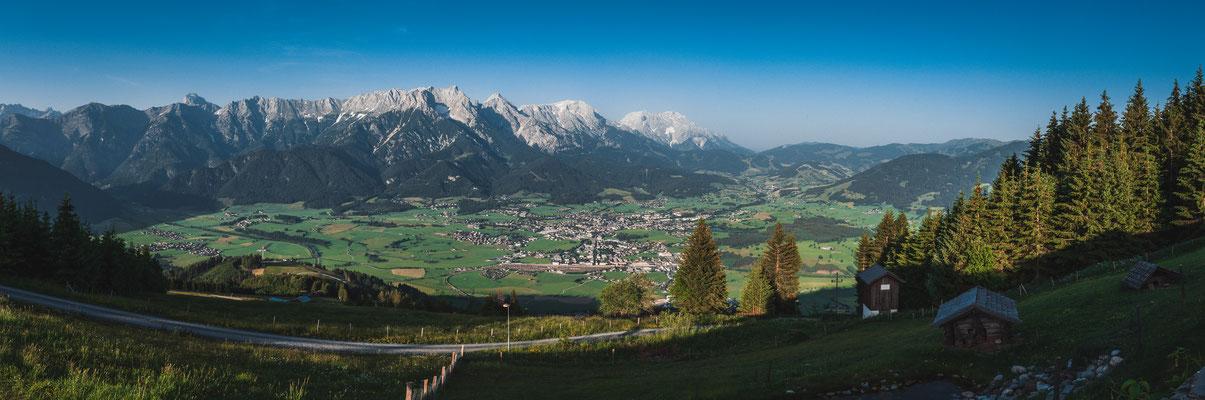 Blick auf Saalachtal und Kienberg in Österreich