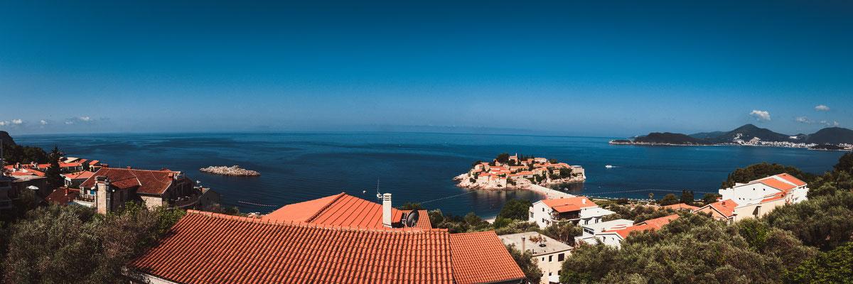 Panorama Blick auf die Insel Sveti Stefan in Montenegro - Insel des Heiligen Stefans