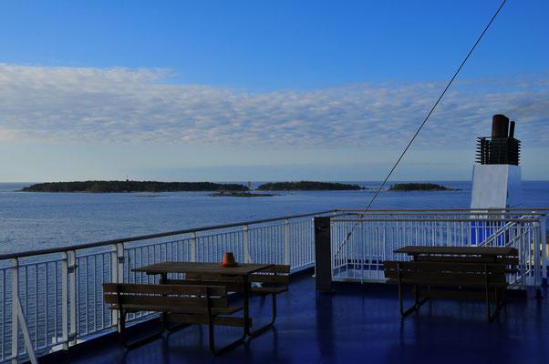 Aussicht-Deck mit Blick auf das Meer und Inseln auf der Fähre oder eines Schiffes