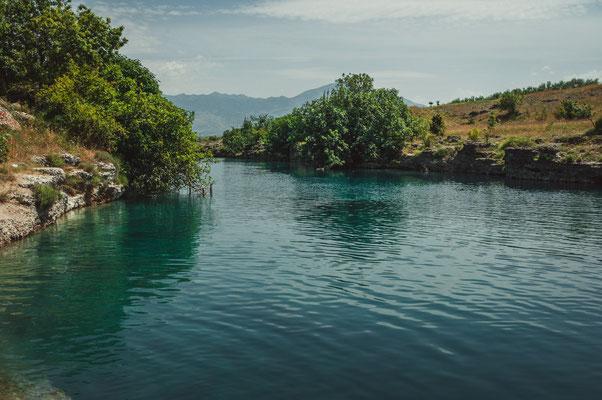 Schöne Landschaftsaufnahmen am Fluss Cijevna nahe Podgorica in Montenegro