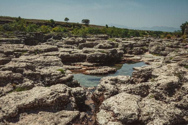 Steinige Flusslandschaft des Flusses Cijevna