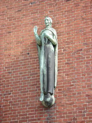 kath. Kirche Bronzeplastik
