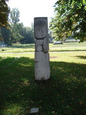 Stele von Lewandowski an der Rückseite des Bürgerhauses