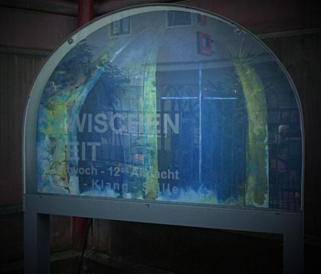 Lichtkasten (200x140x10) für die Gottesdienste in der Krypta der Marktkirche- Bild: Acrylfarbe auf Aluminium 140x100; hinter Acrylglasscheibe.