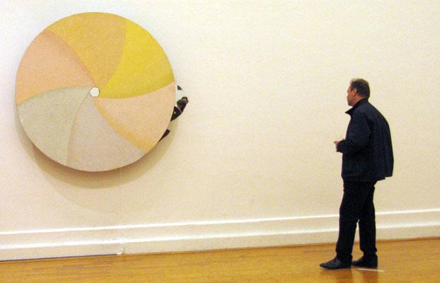Rückblende - sich drehendes, bewegliches Holzobjekt - Durchmesser 1,60 m - Rückseite ebenfalls bemalt. Diese wird über Spiegel sichtbar.