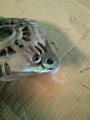 Rotura en tapa de alternador coche reparada mediante soldadura aluminio
