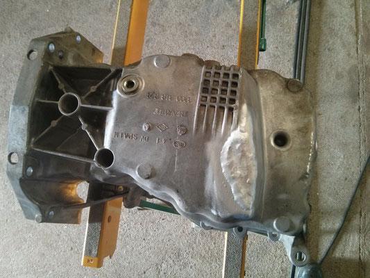 Rotura de cárter de coche reparada mediante soldadura en aluminio.