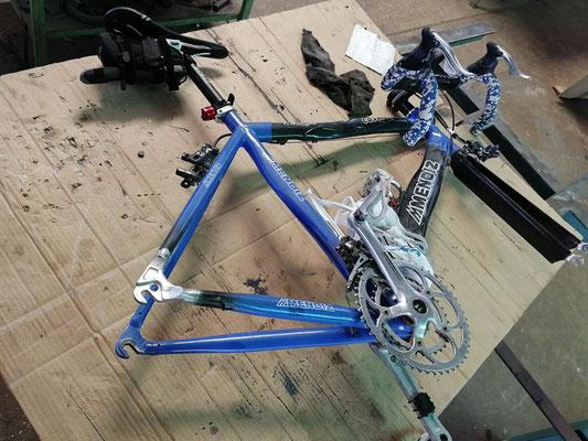 Reparación mediante soldadura aluminio en cogida cambio bici carretera.