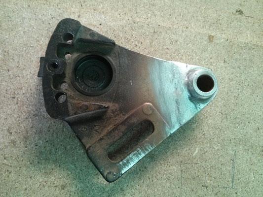 soporte pinza de freno moto reparado.
