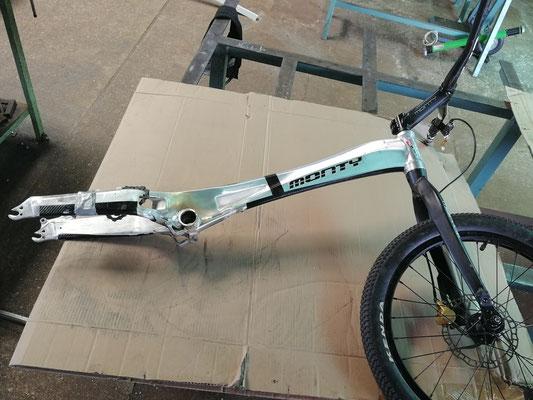 Cuadro bici trial Monty reparado mediante soldadura en aluminio de primera calidad