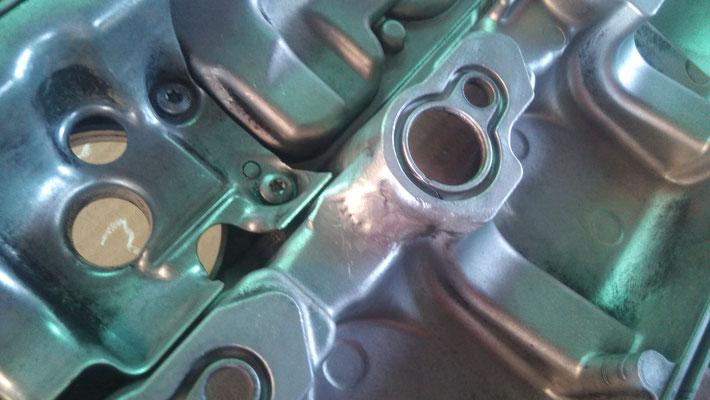 Reparación mediante soldadura en aluminio a tapa de balancines coche Mercedes.
