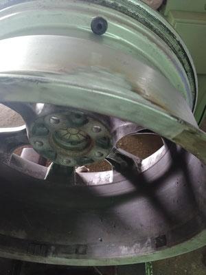 Fisura en llanta reparada mediante soldadura en aluminio