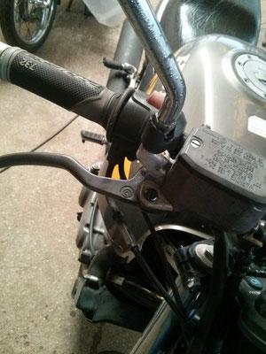 Rotura de soporte de retrovisor de moto por caida reconstruida mediante soldadura en aluminio.