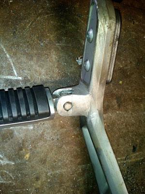 Reposapies trasero de moto suzuki gsr600 reparado mediante soldadura aluminio