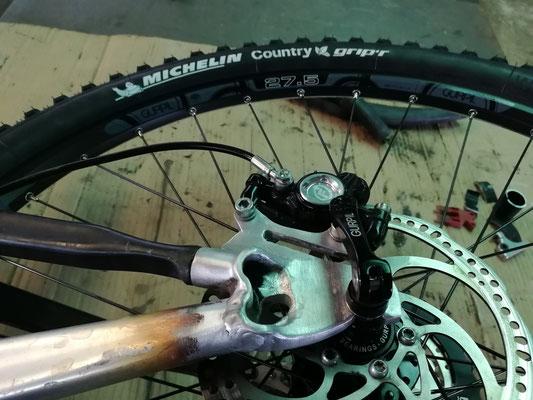 Modificación mediante soldadura aluminio a chasis de bici de 26 pulgadas a 27,5 pulgadas.