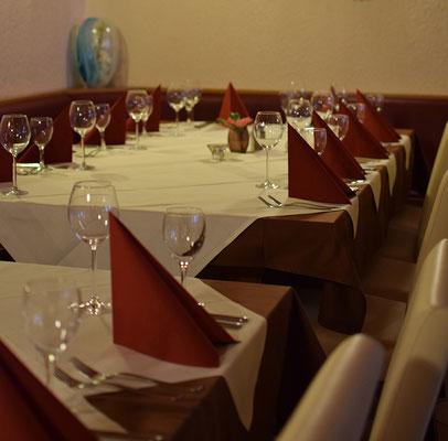 gedeckter Tisch für 7-12 Personen
