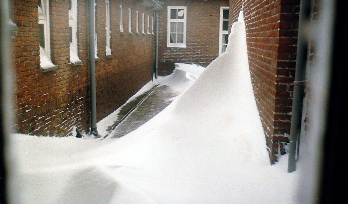 Sneeuwduinen bij de gewa-kazerne Veenhuizen
