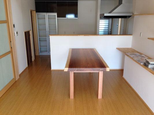 リビングルーム・自社制作のテーブル