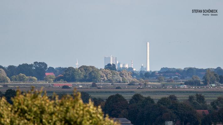 Blick nach Wilhelmshaven ( Kraftwerk/Raffinerie )