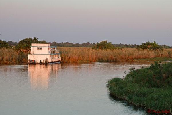 Übernachtung auf dem Okavango Delta