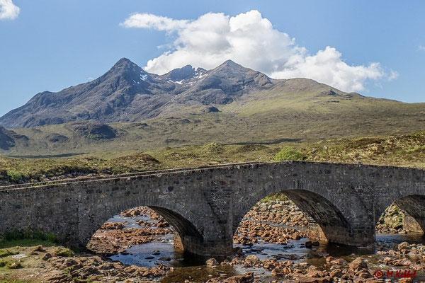 Sligachan Brücke mit Blick auf das Cullins-Massiv