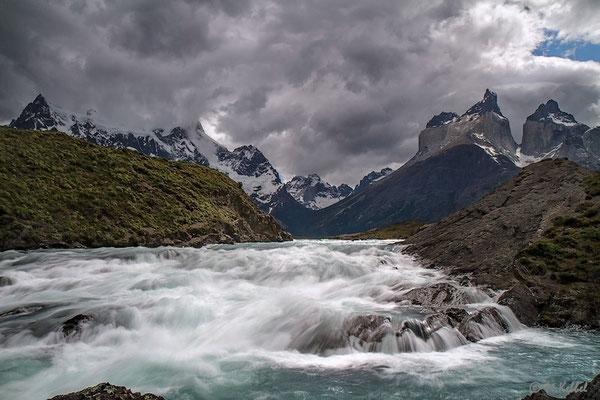 Chile: Rio Paine und Cuernos del Paine