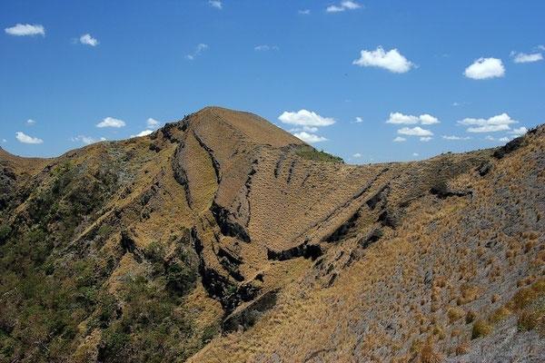 Auf den Kraterrand eines Vulkans