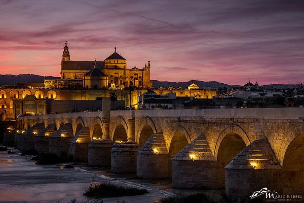 Sonnenuntergang in Córdoba mit Blick auf Mezquita und Puente Romano