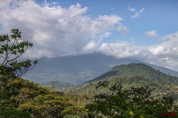Mt. Meru in Wolken