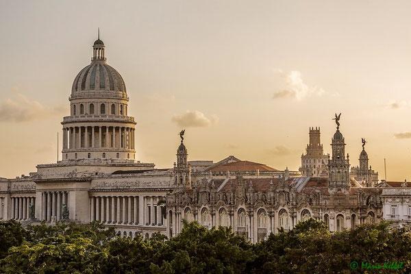 Capitolio und Gran Teatro in Havanna im letzten Sonnenlicht getaucht