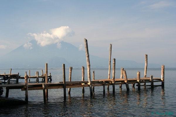 Blick auf den Vulkan Toliman am Lago de Atitlán