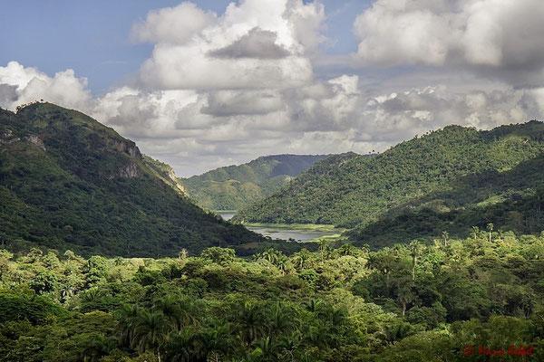 Lago Hanabanilla in der Sierra de Escambray