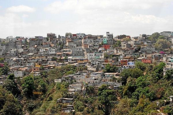 Blick auf eine Favela in Guatemala-City