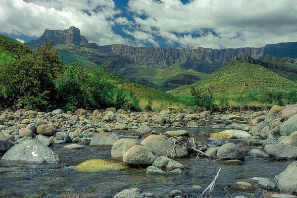 Blick auf das Amphitheatre im Royal Natal National Park