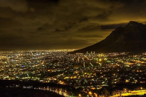 Blick auf das beleuchtete Kapstadt