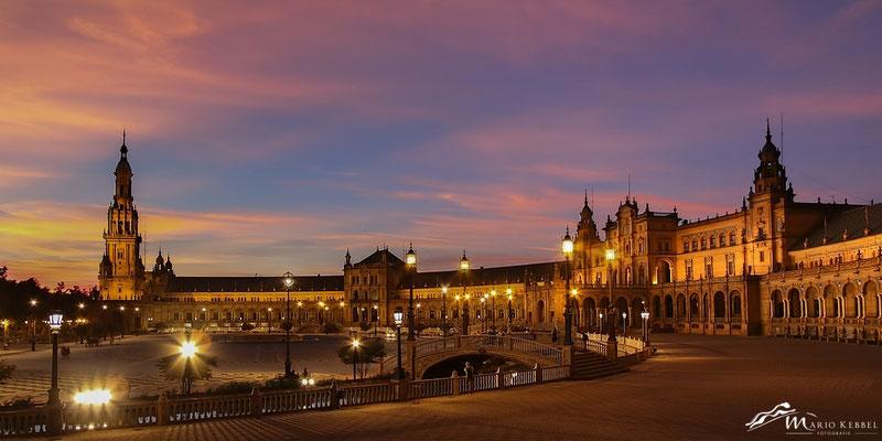 Sonnenuntergang am Plaza de España in Sevilla
