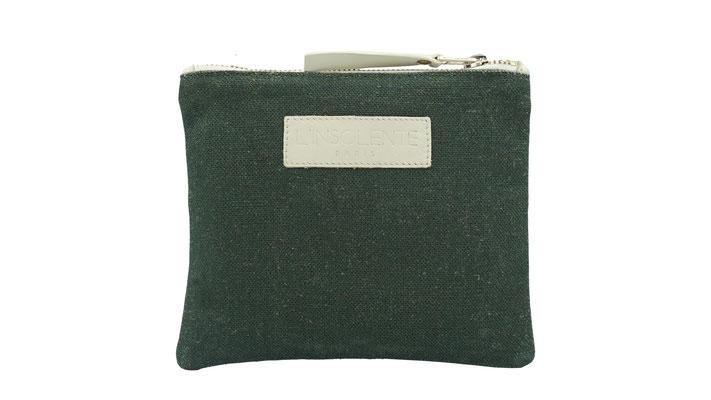 petite pochette femme zippée. 100% lin des Vosges et cuir, sac et pochette dessinés en France- création française et confection européenne