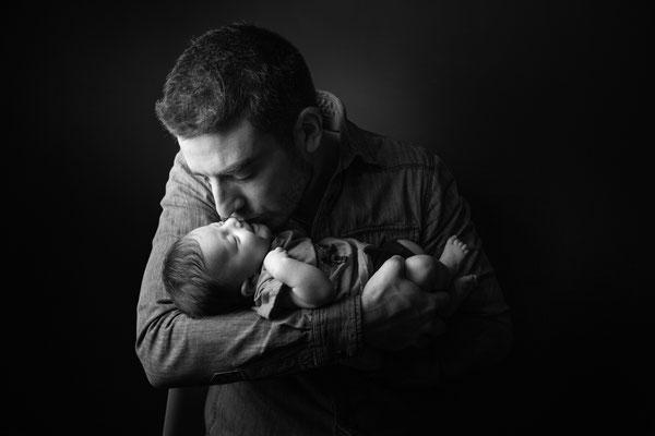 Séance photo bébé avec papa Toulouse, photographe bébé toulouse