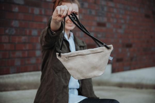 Zacamo - helle Tasche - Damentasche - Suede - samtig - beige - Bauchtasche Suede