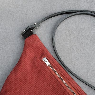 Bauchtasche - Tasche - Cord -Handtasche - Cord - Cordstoff -rostrot - rot - Umhängetasche -Düsseldorf