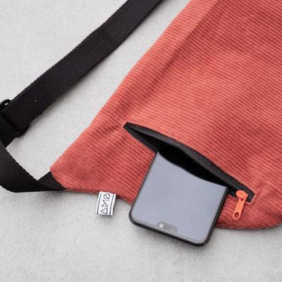 Cordtasche - Zacamo - Cord Tasche - Tasche aus Cord - Fach Rückseite - Bauchtasche rot - Bauchtasche rostrot - Zacamo Tasche