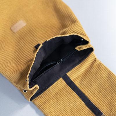 Kleiner Rucksack aus Cord, currygelb