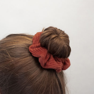 Zacamo - rostrot - Scrunchie rot - Frisur - Bun - Dutt - Halfbun - Accessoire - Scrunchie