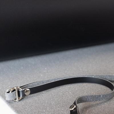 Recyclingleder - Lederriemen - schwarzes Leder - Leder nachhaltig - Leder recycling - Schnallen - Nieten - verstellbar - Band - Umhängetasche - zacamo - nachhaltigkeit