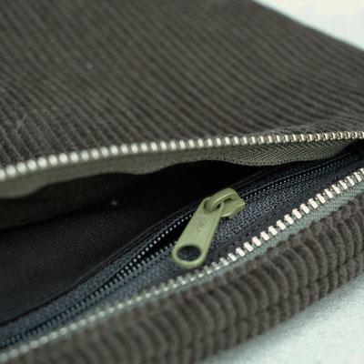 Bauchtasche - Tasche - Handtasche - grün - flaschengrün - Cordtasche - Cord - Reißverschluss - Innenfach - Seitenfach -