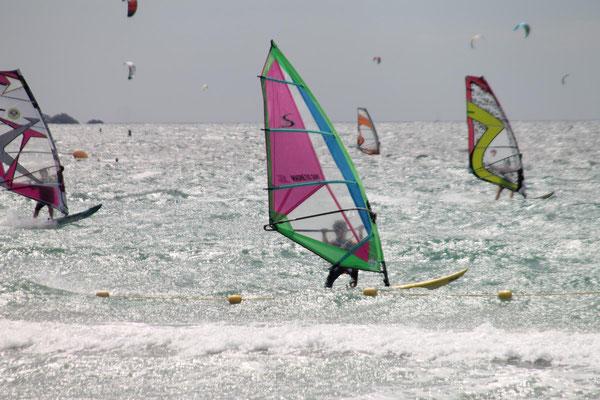 Windsurfen vor der Giens-Halbinsel