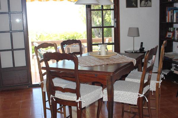 Neue Sitzkissen für die Stühle im Essbereich